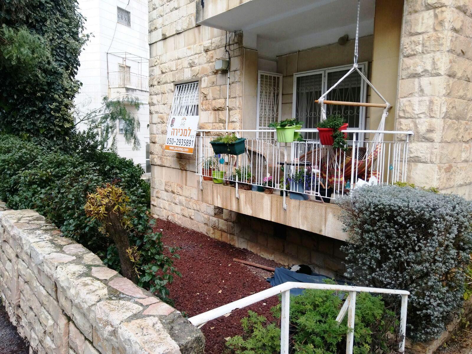 שכונת קרית שמואל מקום שקט ביותר דירה 4 חדרים 115 מטר לשיפוץ